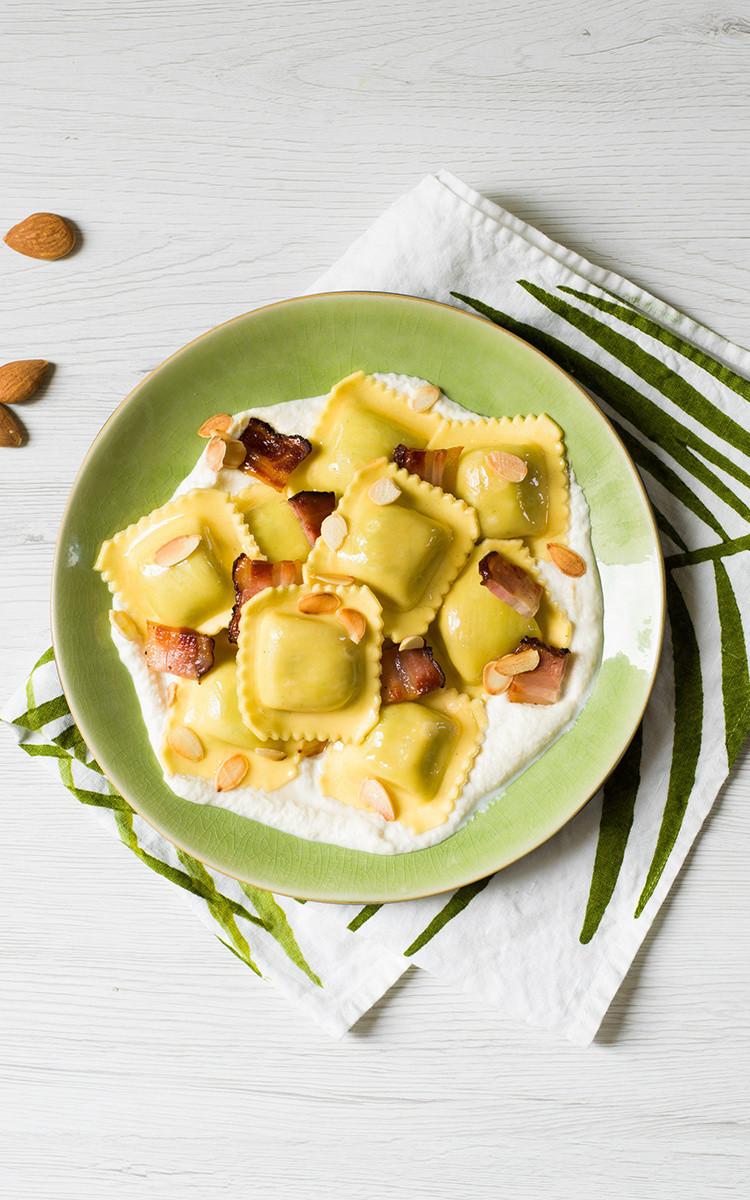 Ravioli com queijo de amêndoas