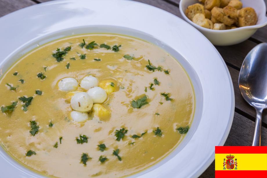 Sopa espanhola de alho e amêndoas